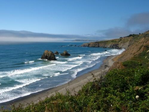 au fil du temps les vagues sculptent la côte Californienne