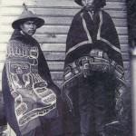 habits de cérémonies, les chapeaux sont fait en écorce de cèdre