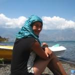 petite détente au bord du lac après une balade en kayak