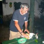 Roberto, qui m'héberge, nous prépare un petit coktail