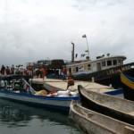 le Lya del Mar decharge ses marchandises, attraction de la journee