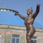Le Barbaa Mongol est un des sports nationaux. Au debut de la competition, chaque concurrent realise une sorte de danse autour de son entraineur qui clame en son honneur quelques vers... Une grande marmule danser comme un oiseau, la chose est bien etonnante a voir!!!
